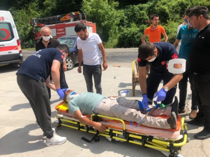 Karabük'te iki otomobil çarpıştı: 3'ü çocuk 6 yaralı