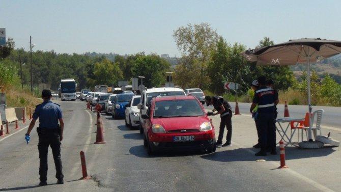 Konya-Antalya karayolunda tatilci yoğunluğu