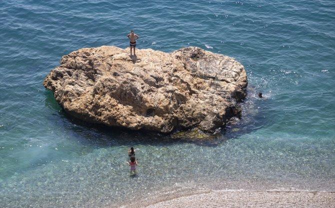Sıcak hava ve yüksek nemden bunalanlar sahillerde yoğunluk oluşturdu