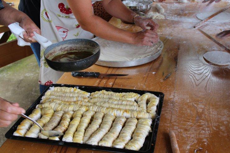 Rize'de imece usulü bayram tatlısı geleneği sürüyor