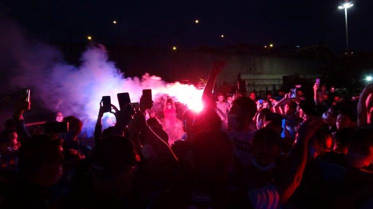 Trabzonspor, havalimanında coşkuyla karşılandı