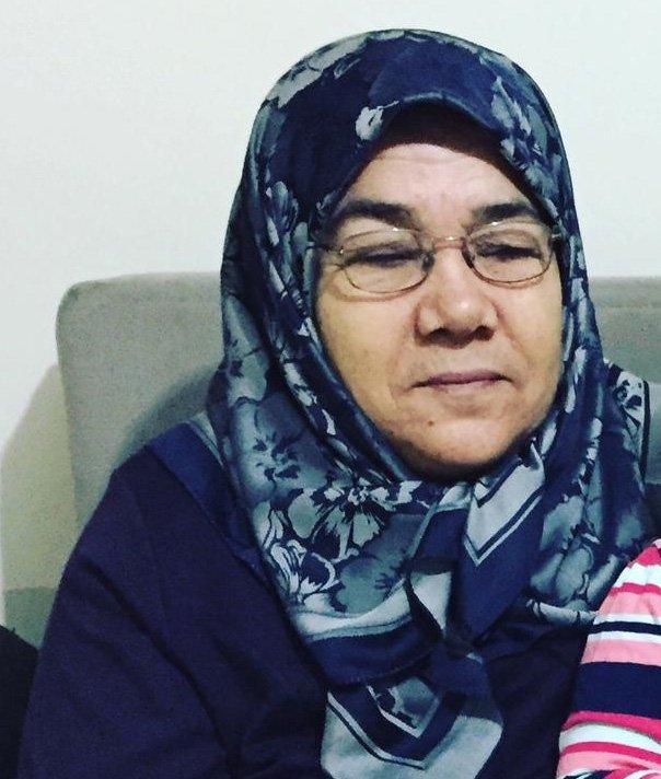 Annesi koronavirüsten ölen gazeteci: Annenizi, babanızı bayramda evden dışarı göndermeyin
