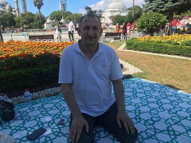 Ayasofya'da bayram namazının ardından cumayı bekliyorlar