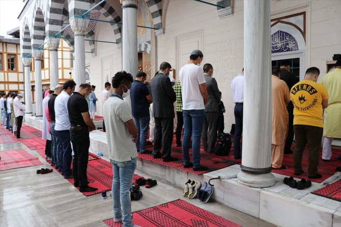 Japonya'da Müslümanların bayram sevinci