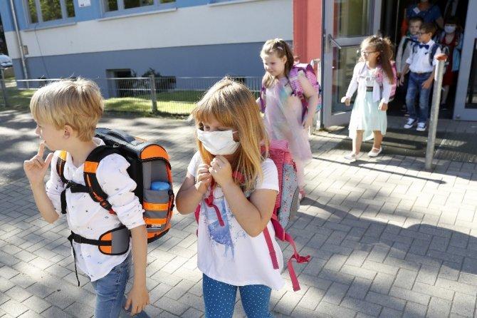 Almanya'da 153 bin öğrenci bugün ders başı yaptı