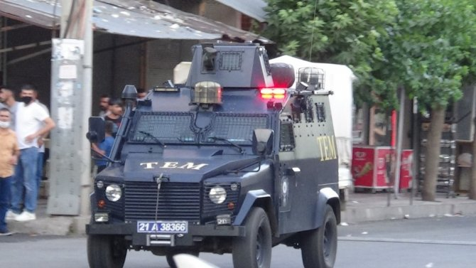 Diyarbakır'da pazar yeri kavgasında silahlar konuştu: 12 yaralı