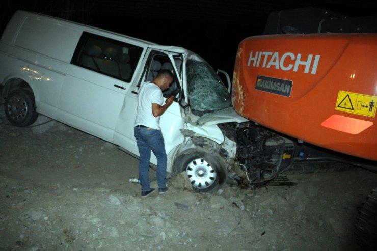 Yol çalışmasının olduğu alana giren aracın sürücüsü yaralandı