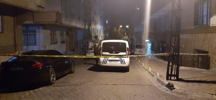 Bahçelievler'de iki grup arasında çıkan silahlı kavgada 1'i çocuk 2 kişi yaralandı