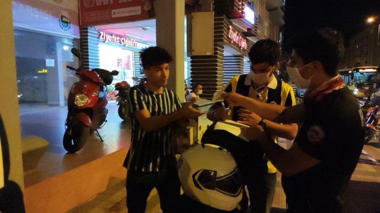Polisin maske sorduğu genç: 'Maske zorunluluğundan haberim yok' dedi
