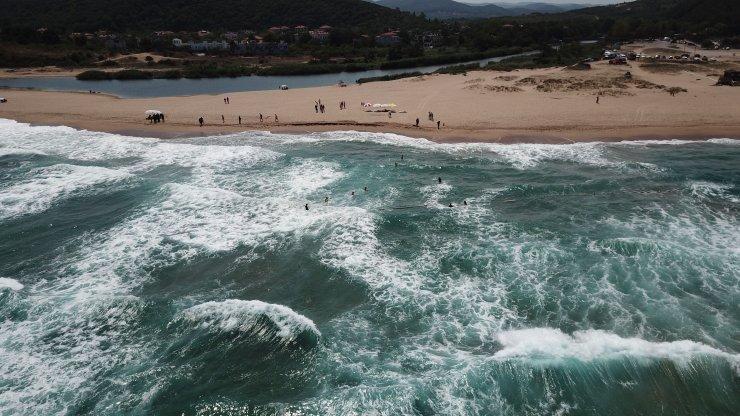 Denize giren kişi dalgalar arasında kayboldu