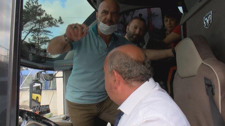 Üst geçidin altında kalmaktan son anda kurtulan otobüsün yolcusu: 2 saniyeyle kurtardık