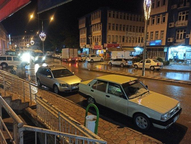 Afyonkarahisar'da gök gürültülü sağanak yağış etkili oldu