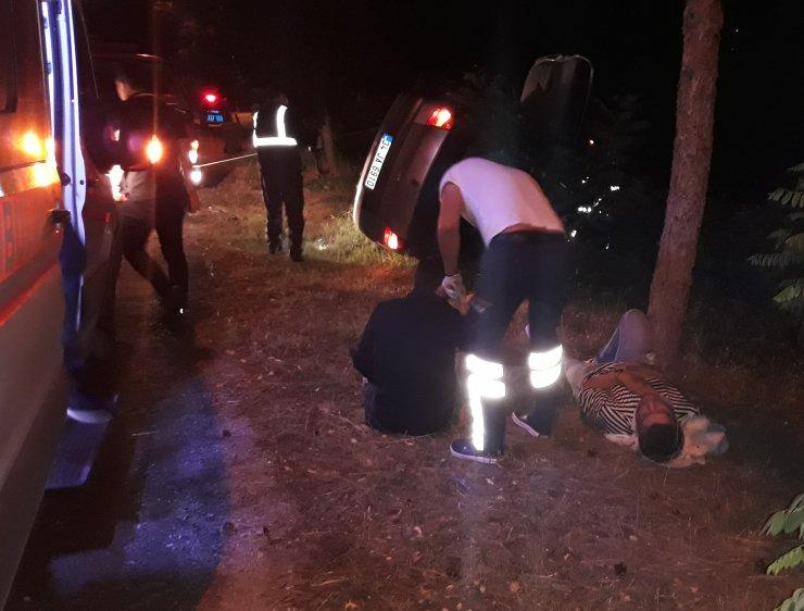 Devrilen otomobil Harşit Çayı'na uçmaktan son anda kurtuldu: 3 yaralı