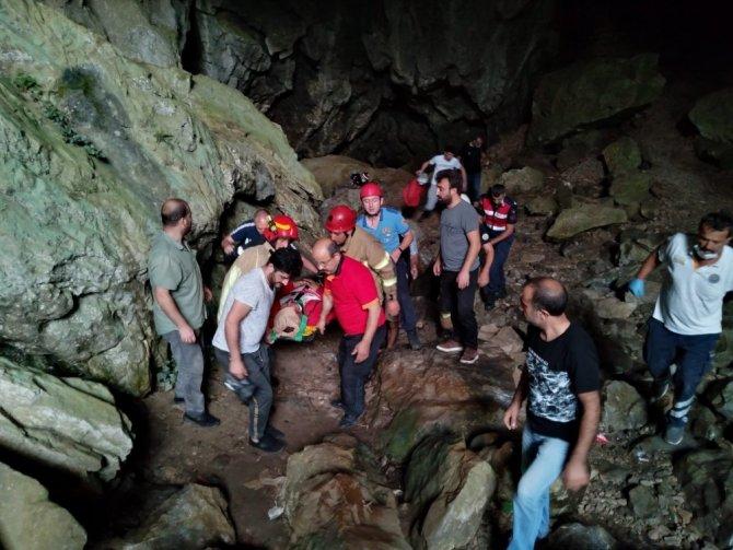 Mağarada nefes kesen kurtarma