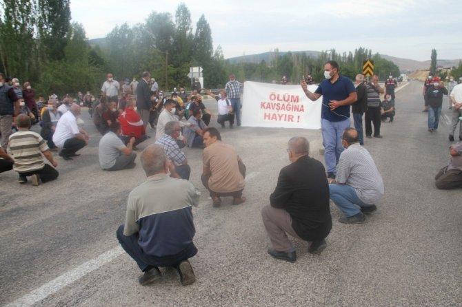 Ölümlü kazanın ardından mahalle sakinlerinden alt geçit eylemi