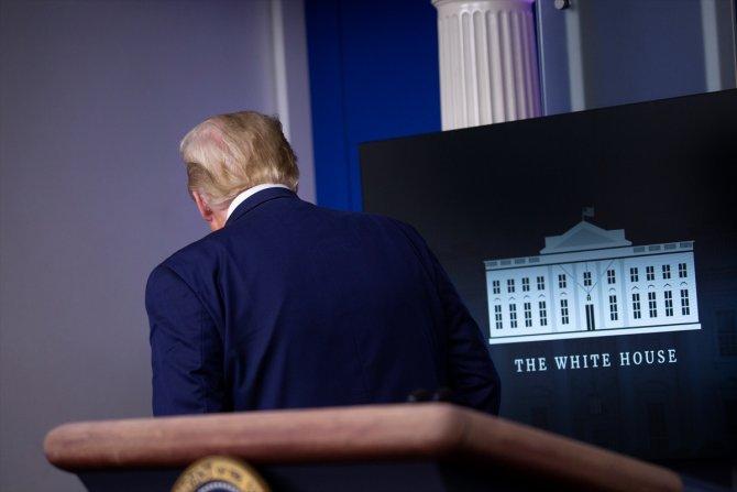 Güvenlik devreye girdi, Trump basın toplantısı düzenlediği salondan çıkarıldı