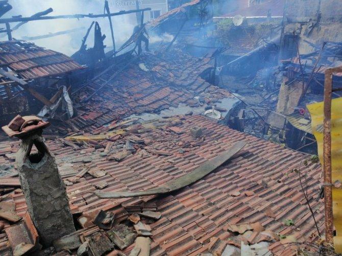 Çorum'da iki ev küle döndü: 1 ölü, 3 yaralı