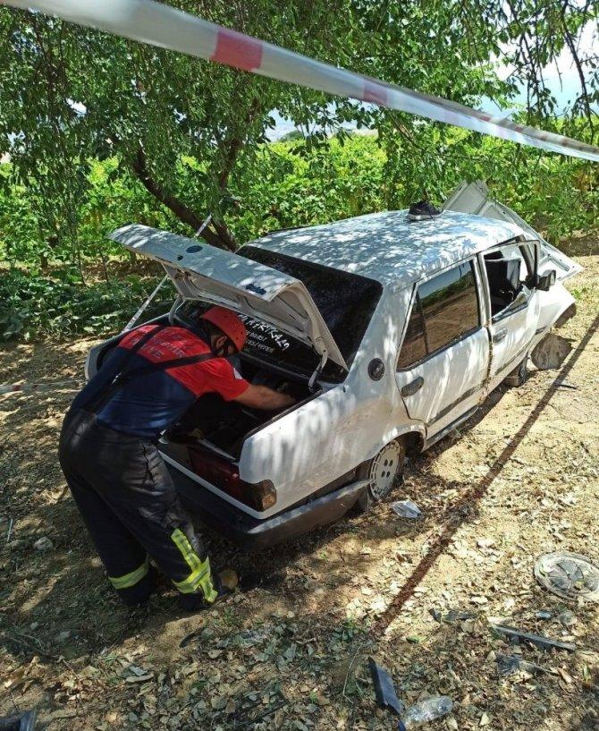 Hurdaya dönen otomobildeki sürücüyü itfaiye çıkarttı