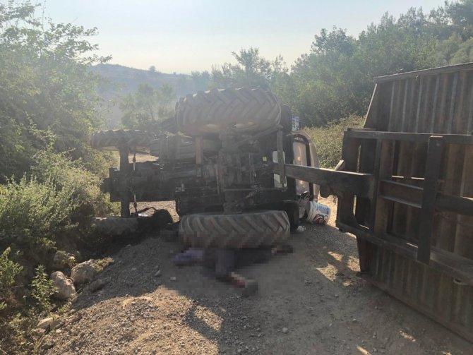 Karı koca, devrilen traktörün altında kalarak hayatlarını kaybetti