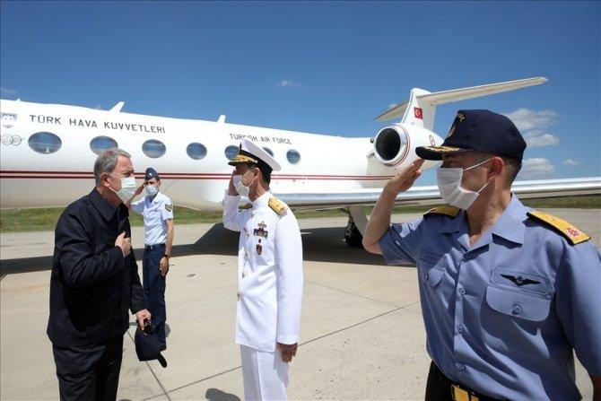 Bakan Akar, Oruç Reis araştırma gemisine refakat eden askeri gemilerin komuta edildiği Donanma Komutanlığında