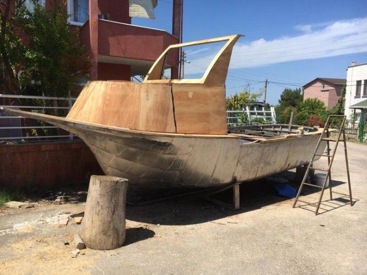 Emekliliğinde hayali olan tekneyi yaptı