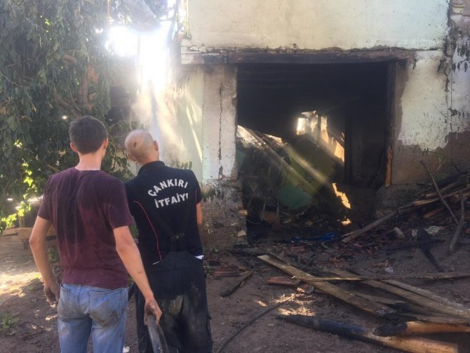 Çankırı'da yangından zarar gören 2 ev kullanılamaz hale geldi