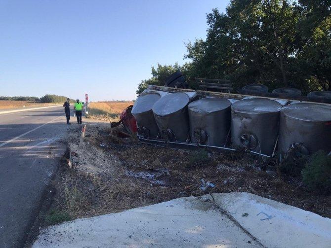 Süt dolu tanker devrildi: 1 yaralı