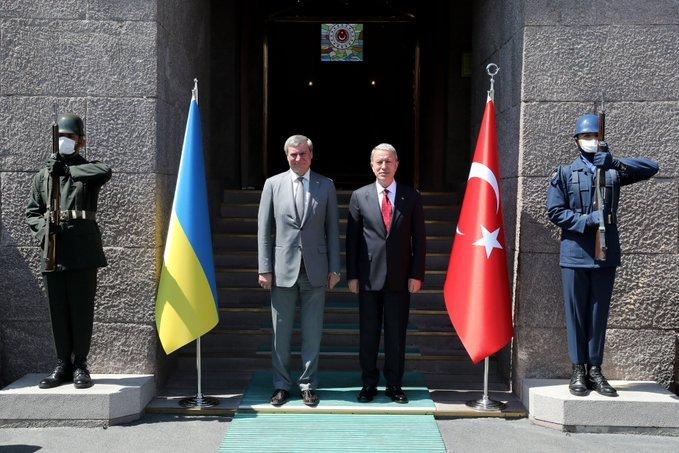 Bakan Akar, Ukrayna Başbakan Yardımcısı Urisky ile görüştü