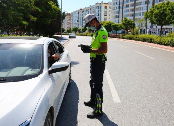 Konya'da trafik denetimleri: 620 sürücüye 270 bin 182 TL ceza