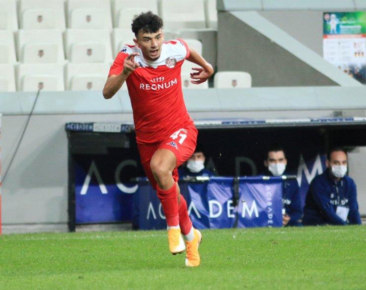 Gökdeniz Bayrakdar'dan tarihi gol