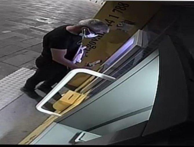 Konya'da ATM'ye kart kopyalama aparatı yerleştirilen şahıs tutuklandı