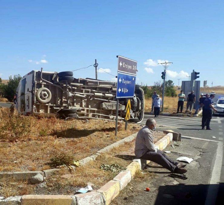 Kayseri'de minibüs ile kamyon çarpıştı: 8 yaralı