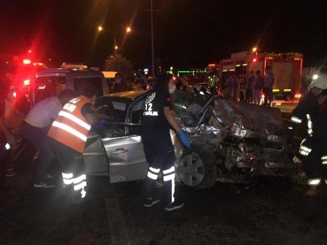Kontrolden çıkan otomobil karşı şeride geçti: 2'si ağır 10 yaralı