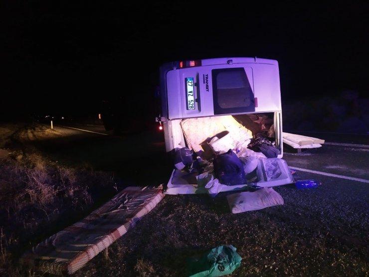 Şarampole devrilen minibüsteki 7 kişi yaralandı