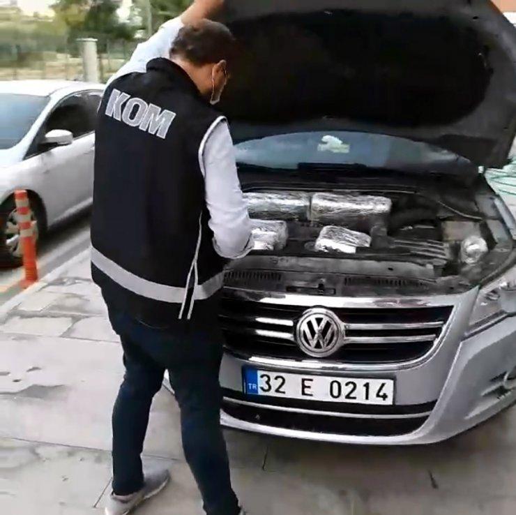 Otomobilin zulasından 146 kaçak cep telefonu çıktı