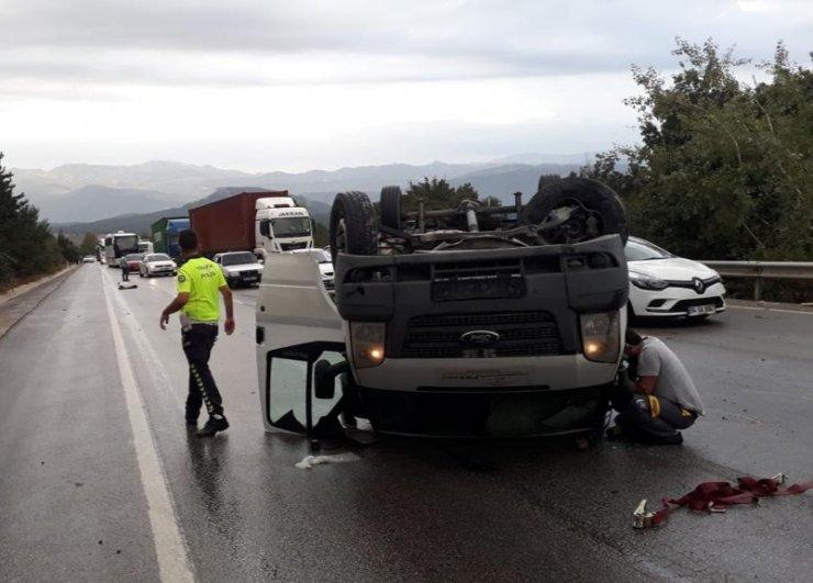 Takla atan kamyonette sıkışan sürücü kurtarıldı