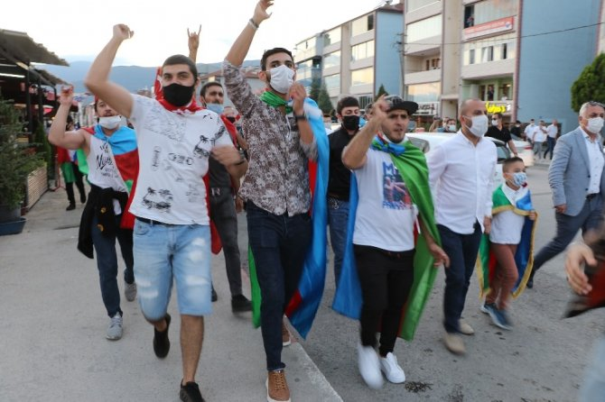 """Azerbaycanlı öğrenciler """"Karabağ"""" için yürüdü"""