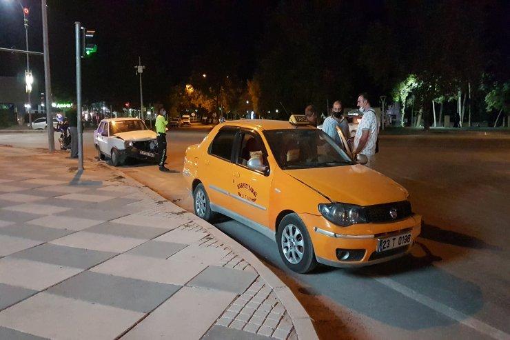 Elazığ'da otomobil ile taksi çarpıştı: 2 yaralı