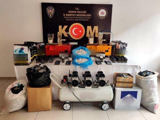 Konya'da tabanca, gümrük kaçağı cep telefonu, tütün ele geçirildi