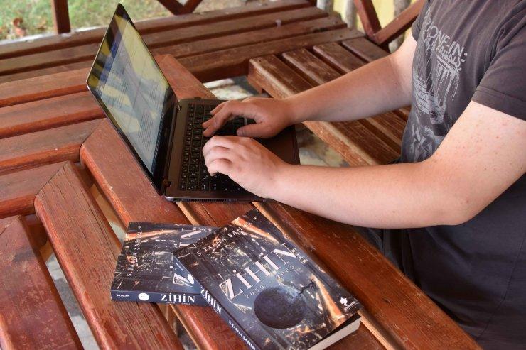 8'inci sınıf öğrencisi 13 yaşında, distopya türü kitap yazdı
