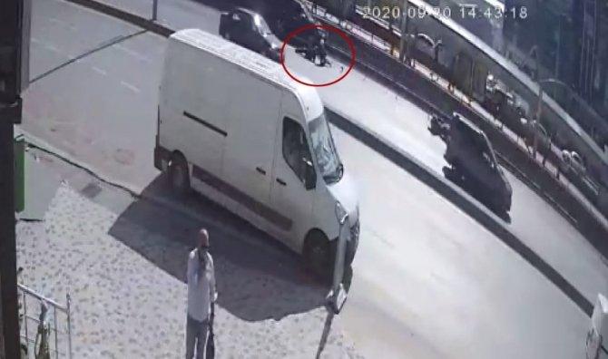 Motosiklet kazaları güvenlik kamerasında