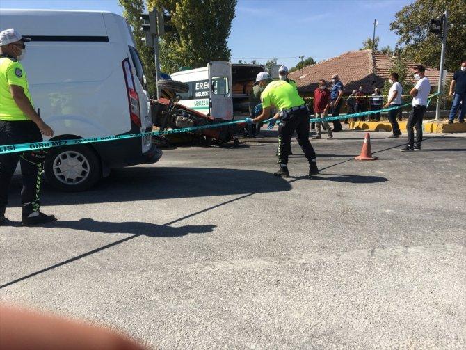 Konya'da elma yüklü kamyon, römork takılı traktörle çarpıştı! 1 ölü, 2 yaralı