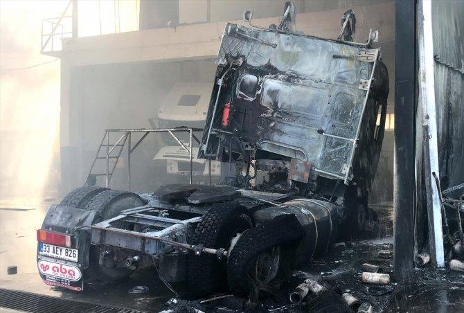 Mersin'de sanayi sitesinde çıkan yangında 4 iş yeri ve 4 araçta hasar oluştu