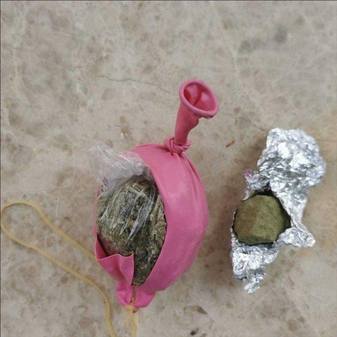 Antalya'da balon, cips ve bisküvi paketlerinin içinden uyuşturucu çıktı