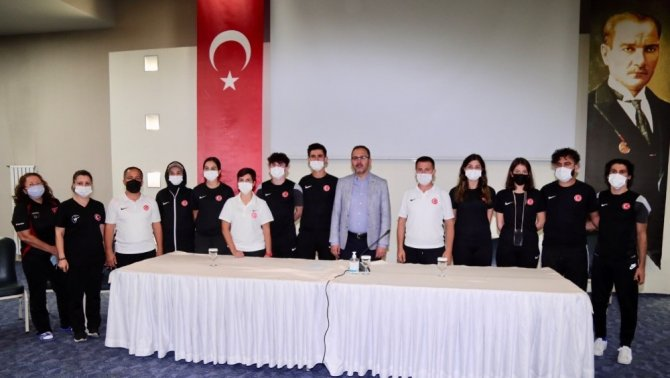 Bakan Kasapoğlu'ndan Paralimpik Milli Tekvando Takımı'na ziyaret