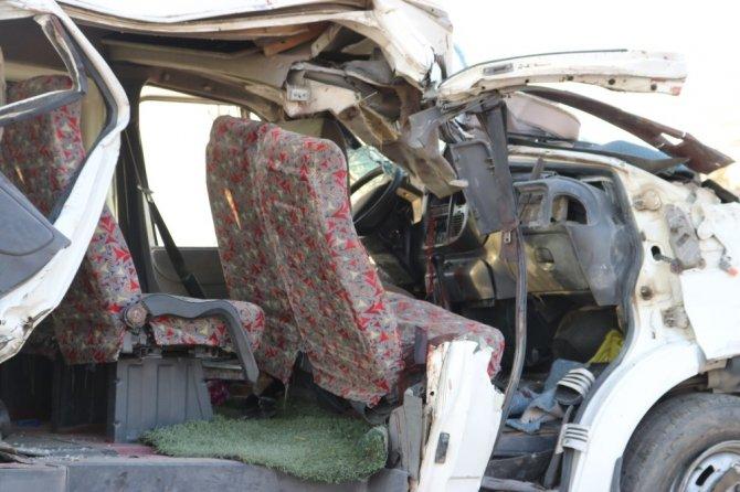 Diyarbakır'daki feci kaza güvelik kamerasına yansıdı