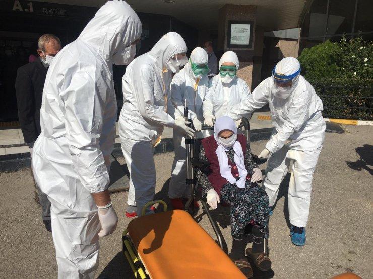 101 yaşında koronavirüsü yendi