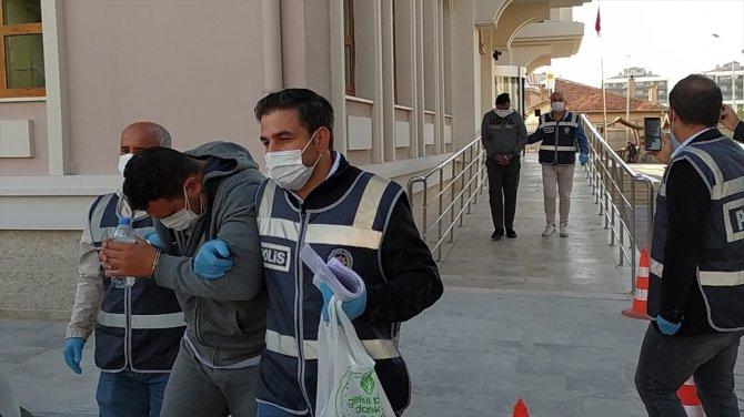 Konya'da bakkal ve marketleri dolandıran İranlılar yakalandı