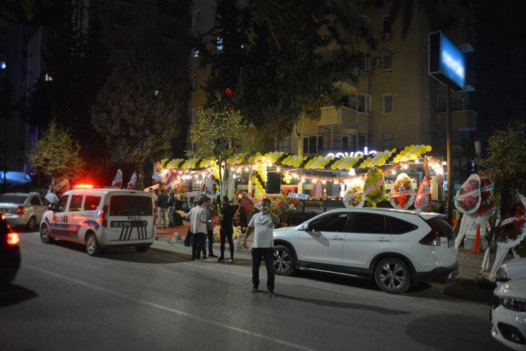 Restoranda yemek yerken taştığı kişilerce tüfekli saldırıya uğradı