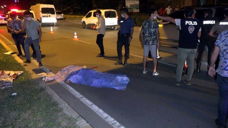 Üst geçitten atladı, otomobilin altına kalıp öldü
